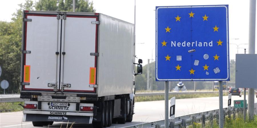 Poolse vrachtwagen bij Nederlandse-Duitse Grens; de A77 E31