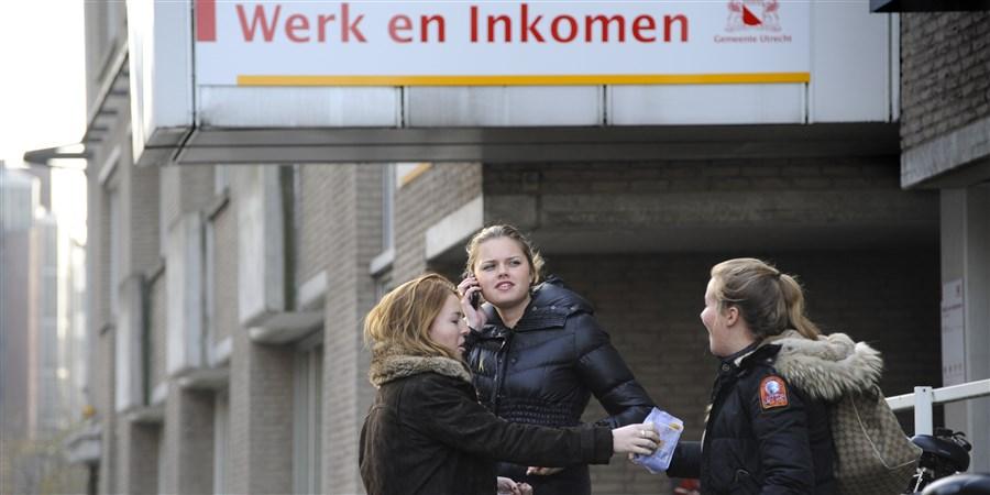 Mensen voor kantoor van werk en Inkomen gemeente Utrecht