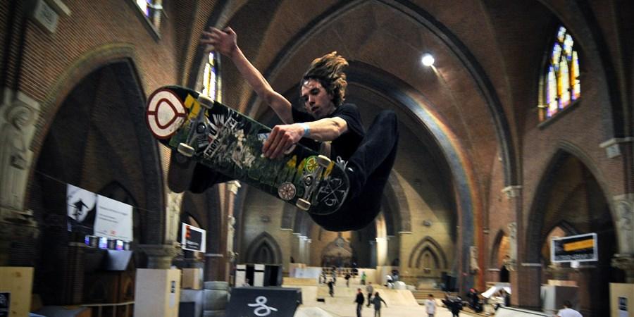 De Jozefkerk stond zo'n 5 jaar leeg. Inmiddels is er een skatebaan in gevestigd.