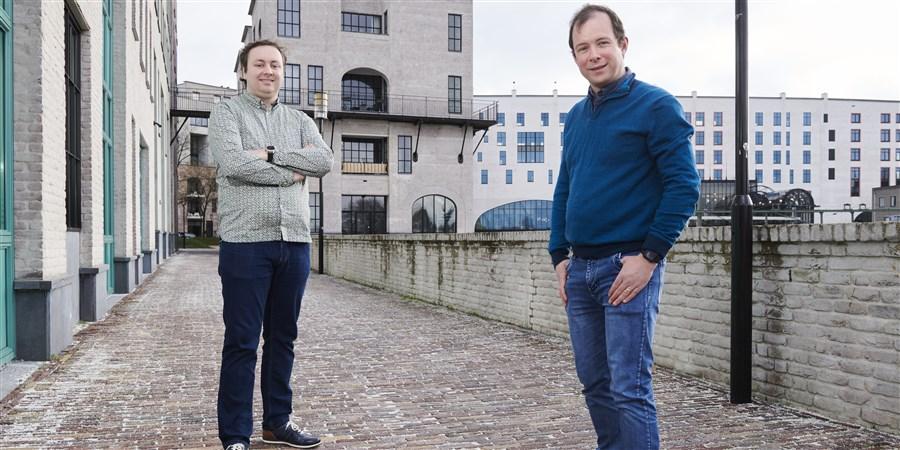 Nick de Wolf (links) en Tim de Jong werken bij het CBDS