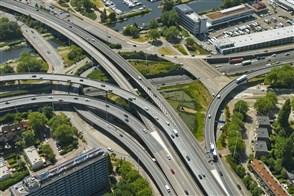Bovenaanzicht van het Kleinpolderplein, een verkeersknooppunt in Rotterdam