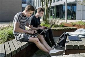 Studenten met laptop