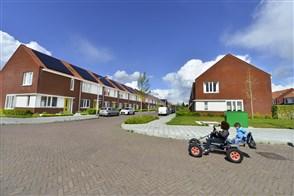 2 kinderen op skelter in nieuwbouwwijk Arnhem