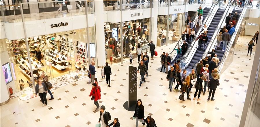 Winkelcentrum hoog catharijne, winkelende mensen