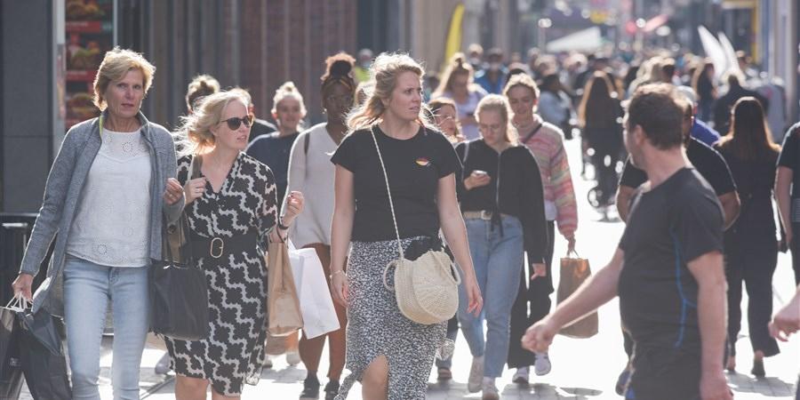 Drukte op straat in Den Haag