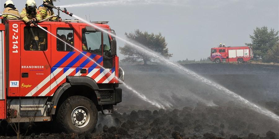 Brandweer blust brand op de Veluwe
