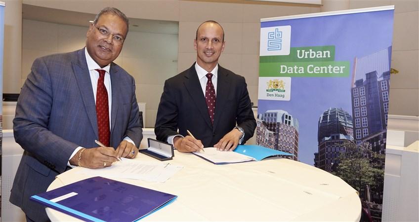 opening urban data center Den Haag, ondertekend door Rabin Baldewsingh en Tjark Tjin a Tsoi