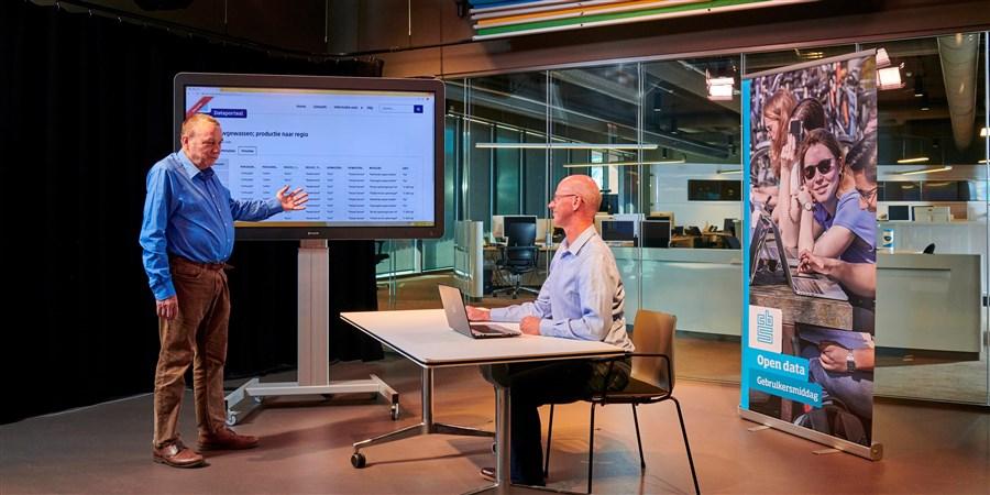 In deze coronatijd houdt het CBS contact met haar datagebruikers door een webinar te organiseren.