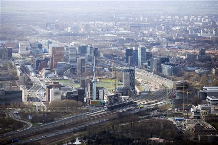 Luchtfoto van de Amsterdamse Zuid-as