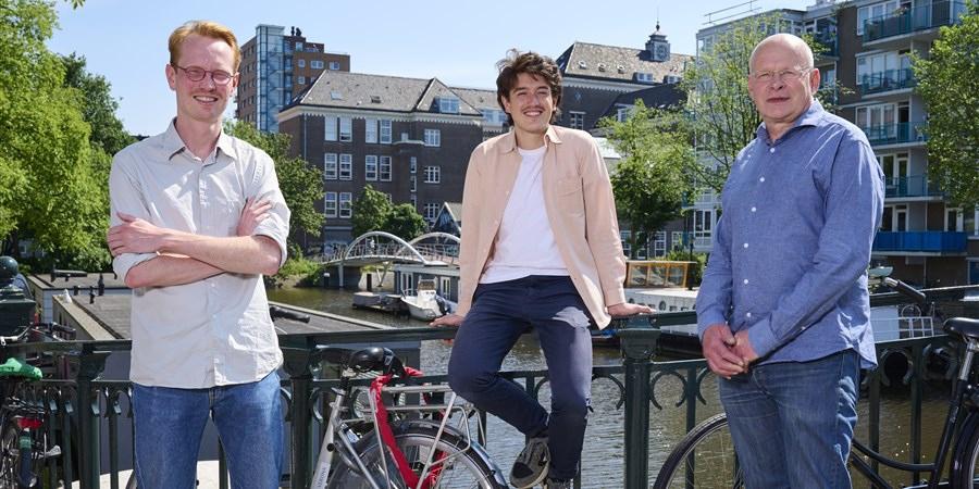 De winnaars van de CBS Data Tegel 2020: Felix Voogt (links), Adrian Estrada en Evert de Vos
