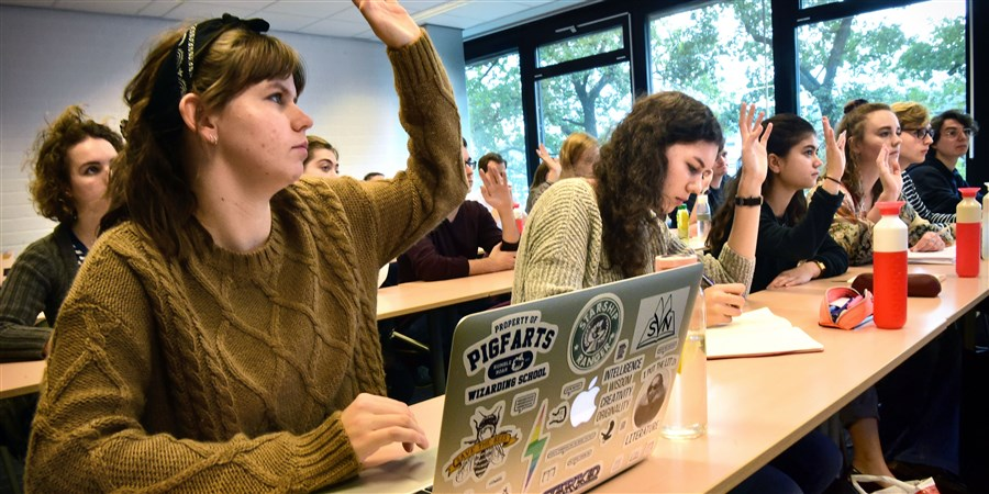 Studenten letterkunde op de Universiteit in college