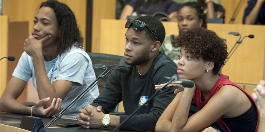 Luisterende jongeren
