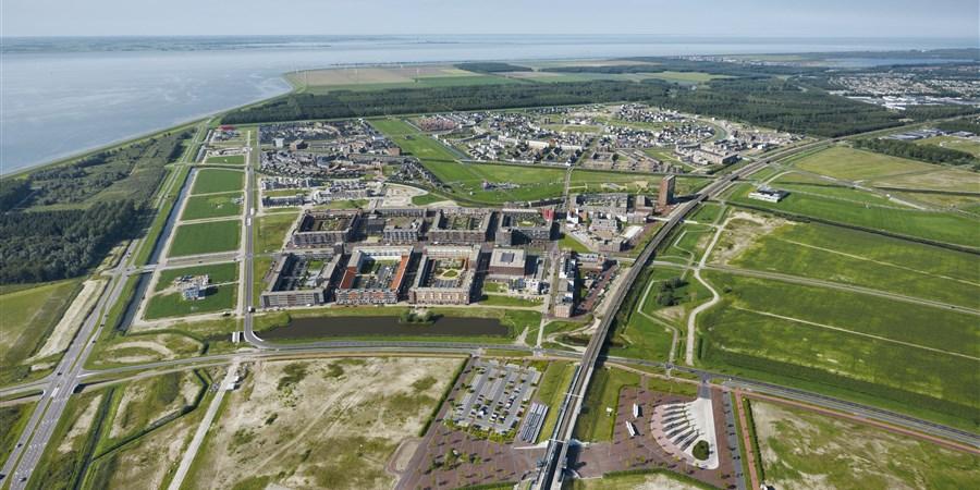Luchtfoto van Almere Poort kijkend richting Cascadepark en Homeruskwartier