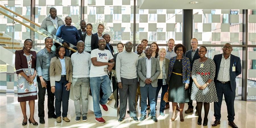 Groepsfoto delegatie van de Wereldbank, Oeganda en Zambia
