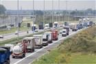 Vrachtverkeer op de autosnelweg bij de Nederlands Belgische grens