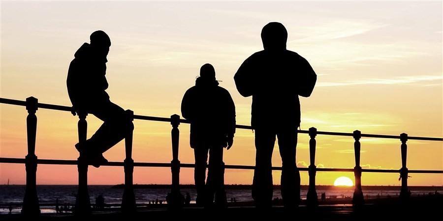 Jongeren op de Boulevard in Scheveningen.