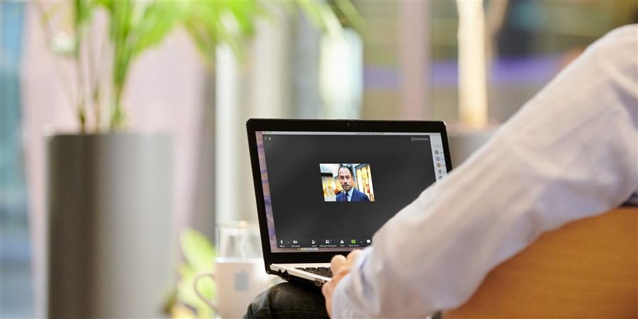 Florian Henning van het CBS via Zoom in gesprek met Michel van Bommel van de Betaalvereniging