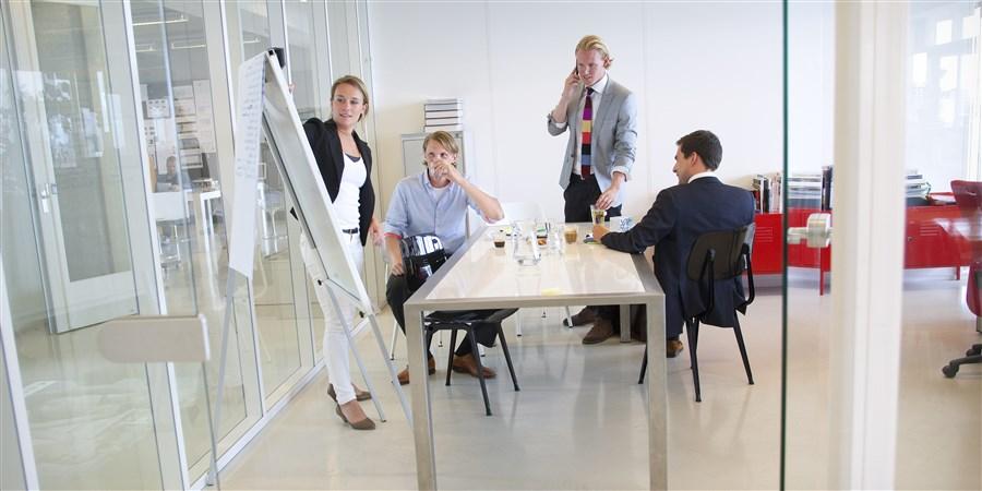 Dynamisch en zakelijk overleg tussen partners bedrijf