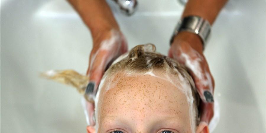 Haar knippen bij de kapper
