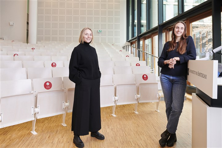Joosje Goedhart (left) and Tessa Cramwinkel conducted research into fair and explainable algorithms at the University of Amsterdam