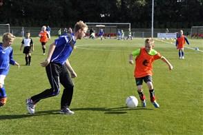 Voetbalclub de Treffers heeft een goed georganiseerde jeugdtraining.