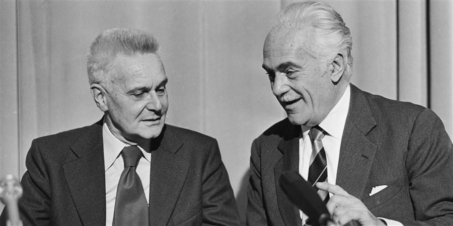 Jan Tinbergen en dr.A. Peccei (rechts) samen in het kader van de Club van Rome