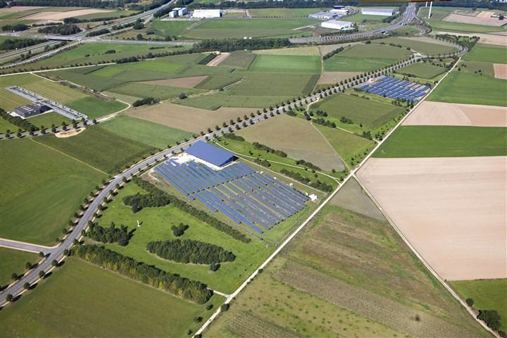 Luchtfoto Nederland, Heerlen, zonnepanelen veld