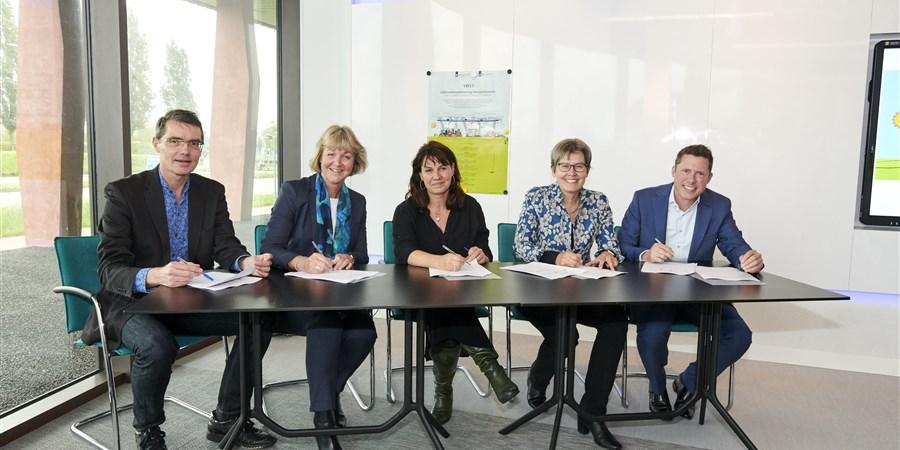 Feestelijke ondertekening start VIVET bij het CBS in Den Haag
