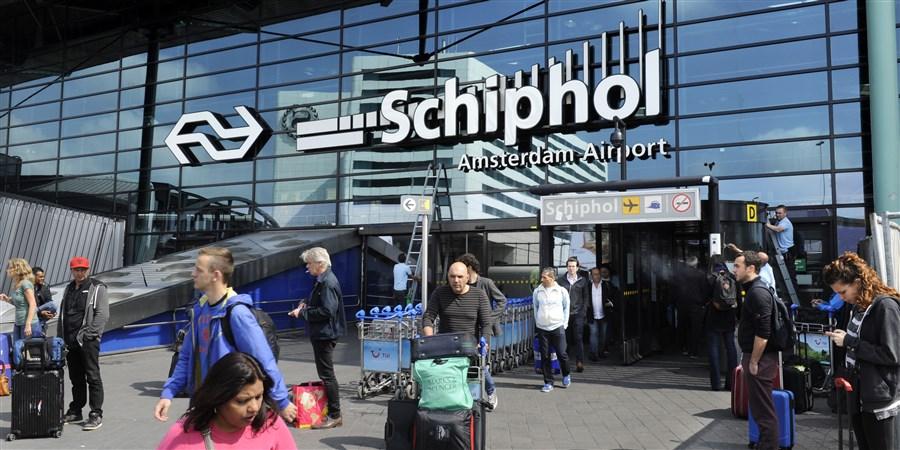 Reizigers voor luchthaven Schiphol