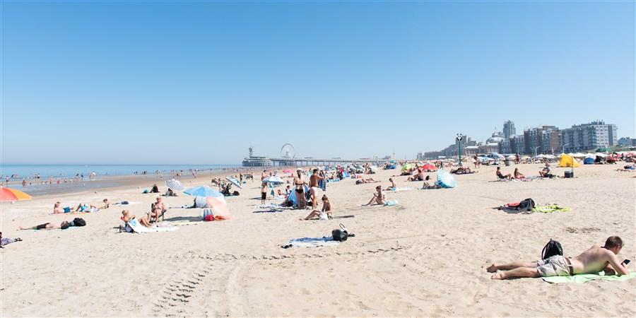 Strand Scheveningen tijdens hittegolf zomer 2020