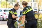 Politie onderzoeken op straat gevonden smartphones, iPhones en een bankpas