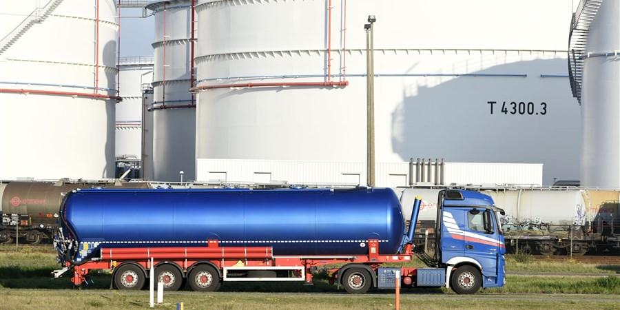 Container vrachtwagen / Oiltanking Stolthaven Antwerp NV. / terminal terminals opslag olie